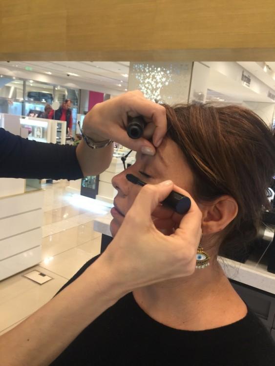 We skip Step9, που είναι το Eyeliner, και προχωράμε στο Step10 με την Mascara! Το τελευταίο θαύμα της Bobbi, την Eye opening Mascara!