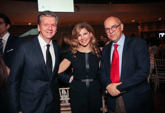Γεώργιος και Μαρίζα Κουτσολιούτσου, Γεωργίου Κουτσολιούτσου, FF Group (Folli Follie Group), κ. Μπάμπης Παπαδημητρίου, Δημοσιογράφος
