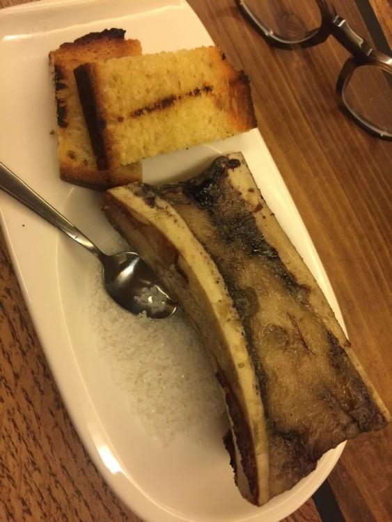 Το amuse bouche είναι μεδούλι σε αλάτι...