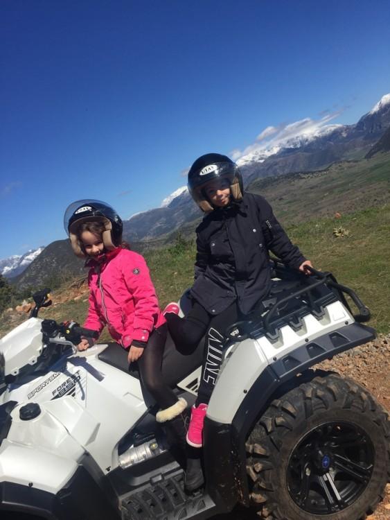 Η Θάλεια και η Ελμίνα ενθουσιασμένες από την διαδρομή μας ζητούσαν κάθε λίγο να σταματήσουμε για να απολαύσουν ακόμη περισσότερο την φύση!