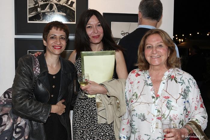Η Τίνα Μανδηλαρά, η Μαρίνα Τσικλιτήρα και η Φλώρα Καμχή