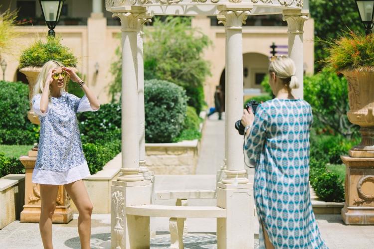 στο Elysium απολαμβάνοντας την υπέροχη φιλοξενία, χαλαρώνοντας στο spa και κάνοντας βουτιές στη παραλία και τις πισίνες του ξενοδοχείου ενώ η Δήμητρα Κωστάκη δεν έχασε την ευκαιρία και φωτογράφησε στους υπέροχους εξωτερικούς χώρους του ξενοδοχείου την Βάσω Κολυδά στα πλαίσια της καμπάνιας της νέας καλοκαιρνής κολεξιόν της εταιρείας FeelCute...