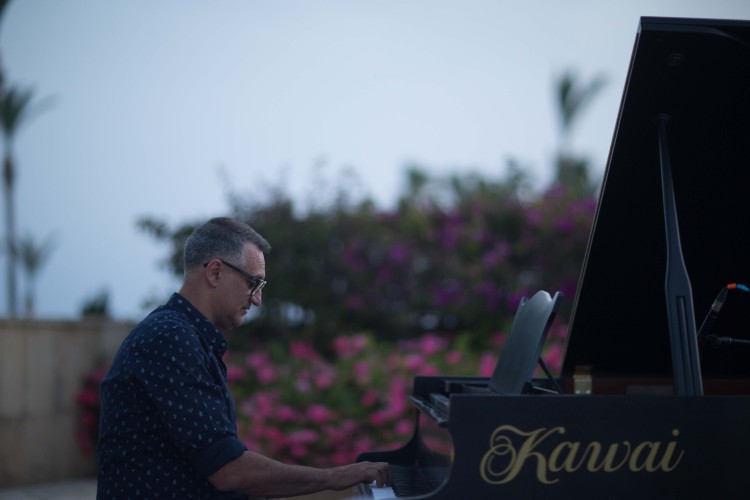Γιώργος Ντάβλας στο πιάνο