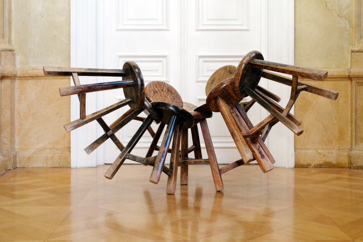 Grapes, 2011 11 wooden stools, 165 x 140 x 90 cm photo Paris Tavitian ©Museum of Cycladic Art