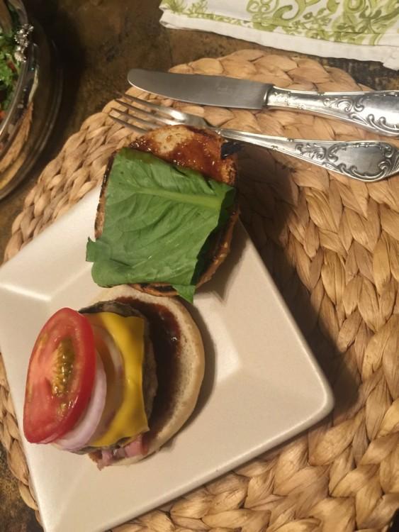 Kαι το burger του Νικόλα...