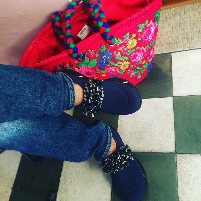 Τα αγόρασα χθες, τα φόρεσα επό τόπου! Τα deep blue sleep-on sneakers και την καλαθούνα μου, από το Detroit!