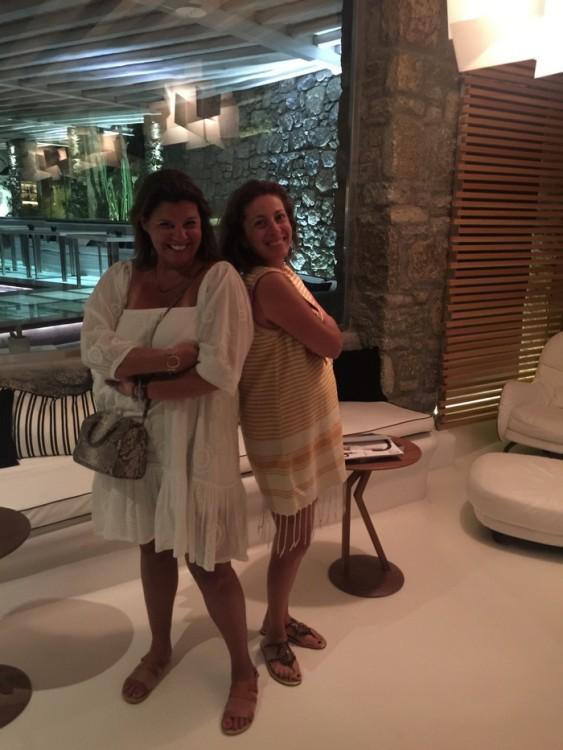 Φεύγοντας αργά το βράδυ από την αγκαλιά του Bill & Coo. Γεμάτες υπέροχες ελληνικές γεύσεις, αναμνήσεις, αρώματα...Γεμάτες καινούργιες ισορίες....