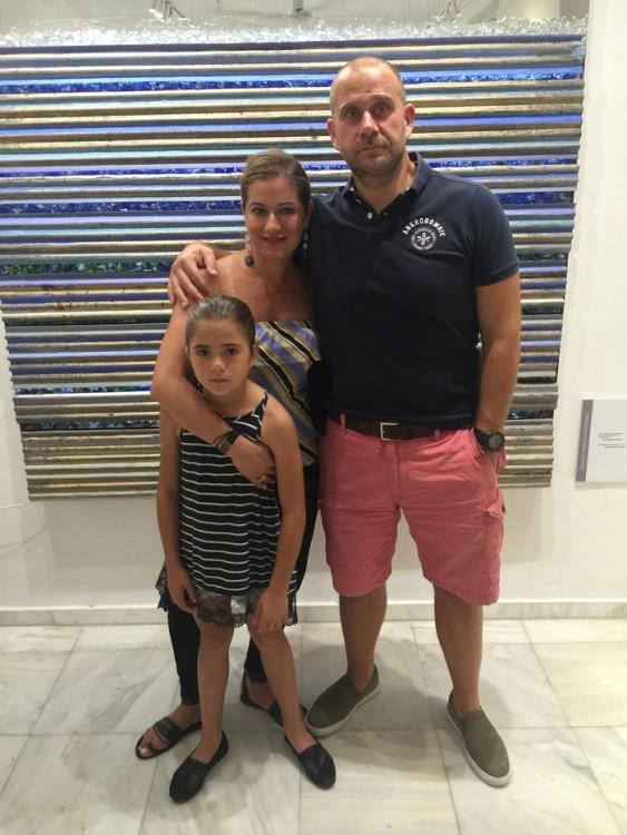Ο Γιάννης και η Σαλώμη Φλουτάκου με την κόρη τους, Νέλλυ