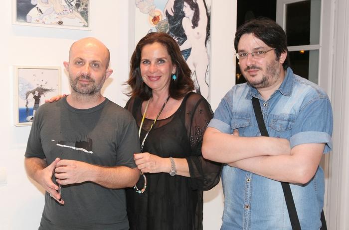 Ο ζωγράφος Εμμανουήλ Μπιτσάκης, η διευθύντρια της γκαλερί Citronne και ιστορικός τέχνης, Τατιάνα Σπινάρη – Πολλάλη και ο ζωγράφος Αλέκος Κυραρίνης