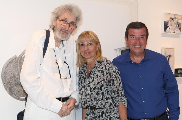 Ο ζωγράφος Σωτήρης Σόρογκας, η Δώρα Σαββίδη και ο Τάκης Μαυρωτάς