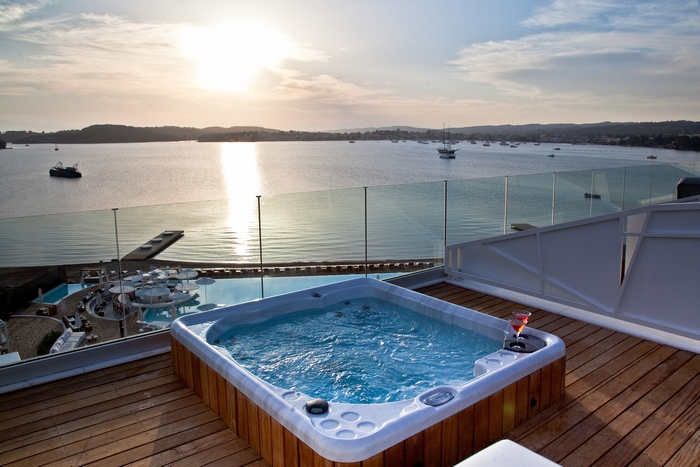 ok ultra-roof-top-suite_outdoor-jacuzzi_27119441162_o