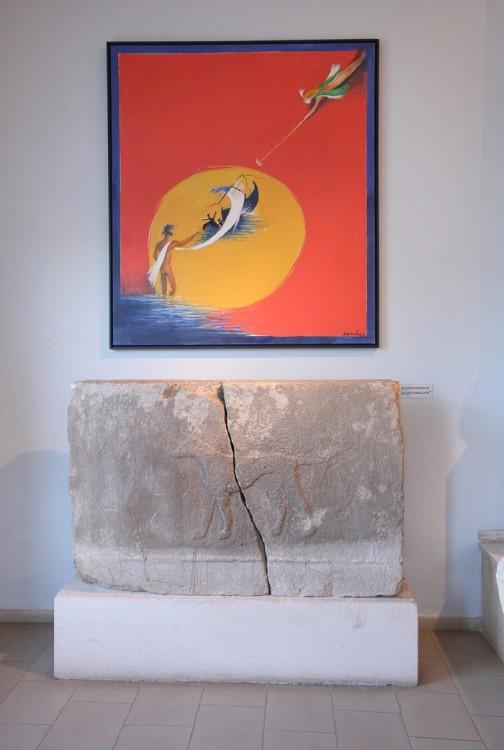 17. Ο πίνακας του Δημοσθένη Κοκκινίδη '' Οδυσσέας νοσταλγός'' στο εσωτερικό του Αρχαιολογικού Μουσείου Πόρου