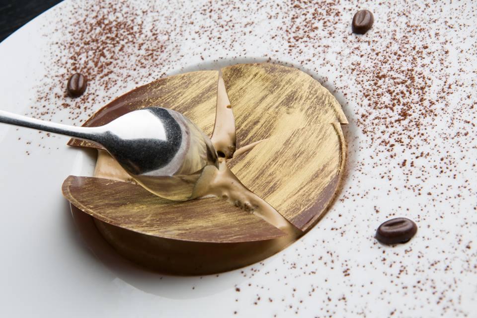 ..Αναδομημένο, με zambaglione καφέ...