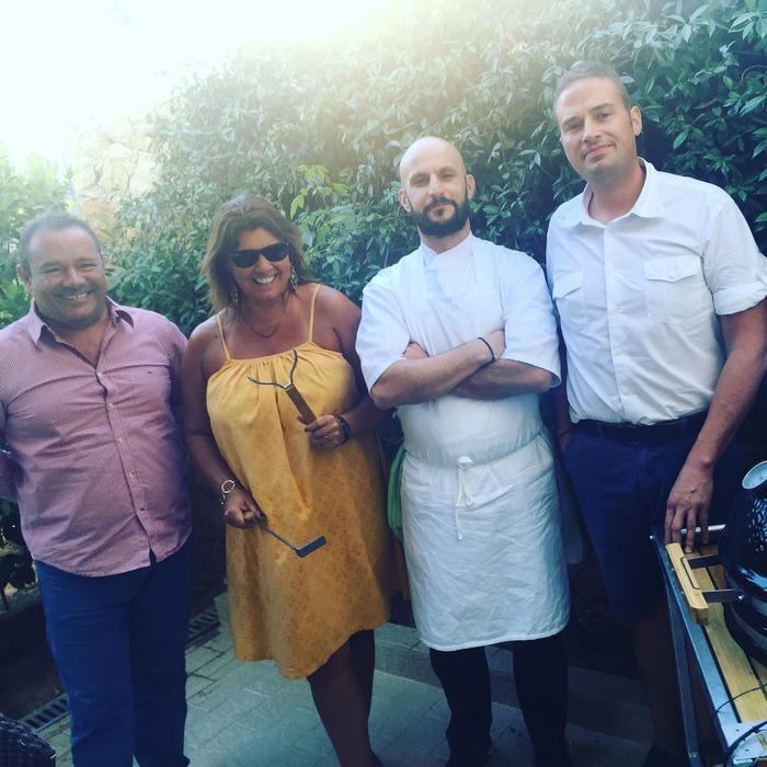 The Power Team: Όταν έχεις στην βεράντα σου τον Γιάννη Μπαρδή, τον Florian Leibfried, τον chef του Artisanal Γρηγόρη Πολυχρονόπουλο και ένα... Monolith, τι μπορεί να πάει στραβά?