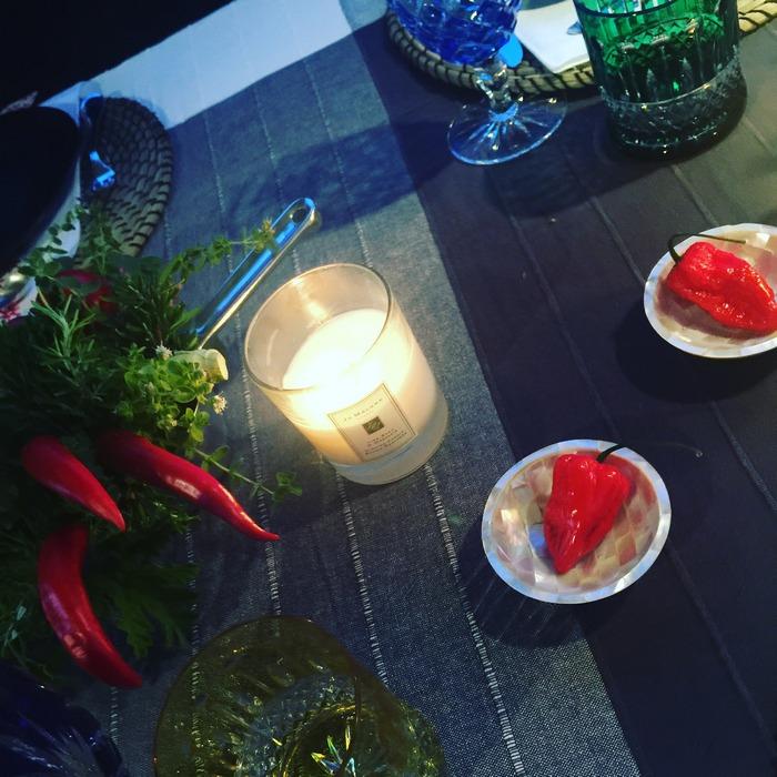 Ο Χρήστος Φίλιος, εκτός από το εκπληκτικό Rose et Or, μας φέρνει και πιπεριές από το Περού που προμηθεύτηκε από το super market της Φλώρας στην Μύκονο. ..