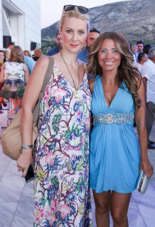 Η Κατερίνα Γκαγκάκη με μία φίλη της