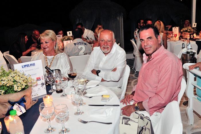 Το ζεύγος Ευάγγελου Σπανού, οι οποίοι στάθηκαν μεγάλοι αρωγοί της βραδιάς, με τον Δήμαρχο μας, Παναγιώτη Λυράκη