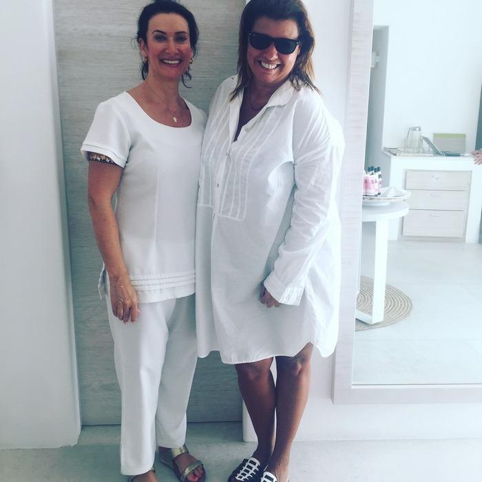 """Η Katrina είναι μισή Σκοτσέζα και μισή Ιταλίδα, τα τελευταία 17 χρόνια έχει σαν έδρα της το Dubai, και για καλή μας τύχη φιλοξενείται εδώ και δέκα μέρες στο Six Senses Spa του Belvedere. Λέω τύχη γιατί με διάσημους πελάτες από όλον τον κόσμο και μια waiting list που μετράει μήνες, το να βρεθώ ξαφνικά αφημένη στα μαγικά της χέρια είναι όντως μια once in a life time experience..."""""""