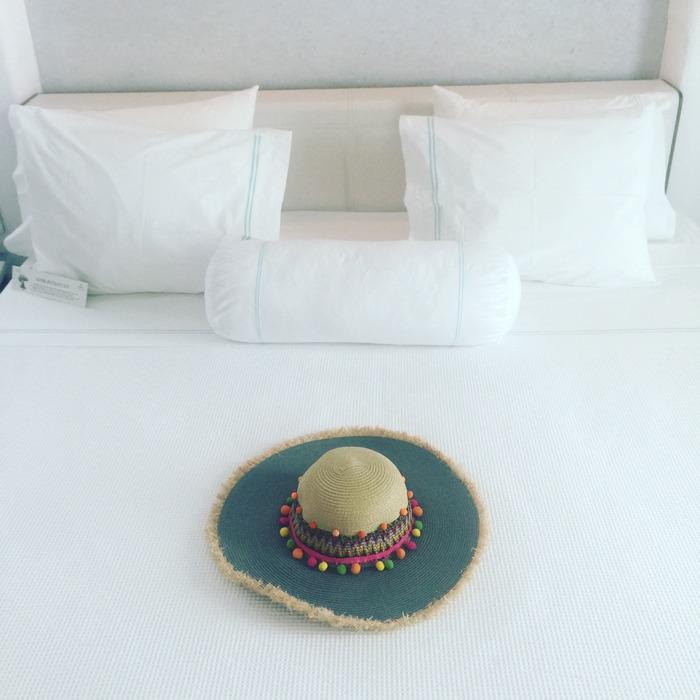 Το καπέλο μου για να με κρύβει από τον ήλιο: ARCHtrend by Lena Kalidis