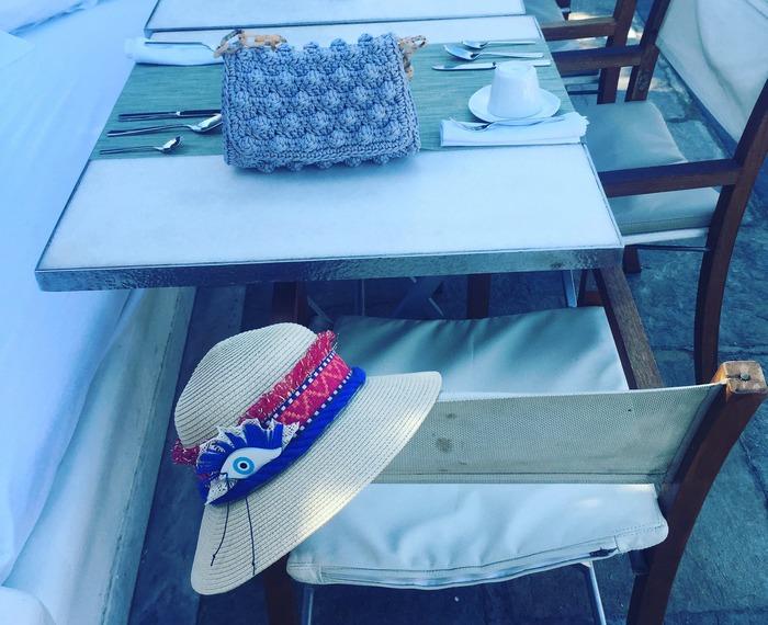 Μαζί μου έχω την ολοκαίνουργια bubble bag μου από την One & Only και το ...All Eyes on You καπέλο μου, από την ARCHtrends by Lena Kalidis, το οποίο έκανε τον δικό του πάταγο στα social media!