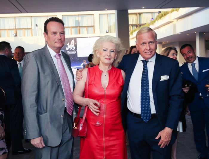 κ. Θρασύβουλος Δάλλας (Πρόεδρος Ελληνικού Ιππικού Ομίλου), κα Μαίρη Δάλλα, Νικόλαος Μακρόπουλος