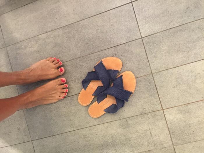 Bonjour! Μονίμως με τα Greek Salad Sandals μου, αυτή τη φορά πηγαίνοντας στο Spa...