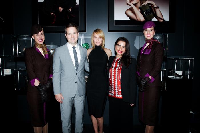 o Patrick Pierce, Αντιπρόεδρος του τμήματος Χορηγιών της Etihad Airways, το Supermodel Amber Valletta και η Amina Taher, Επικεφαλής Εταιρικής Επικοινωνίας της Etihad Airways γιορτάζουν τα εγκαίνια του Jimmy Choo VIP Lounge με οικοδεσπότες την Etihad Airways και την WME   IMG στο Skylight στον σταθμό Moynihan.