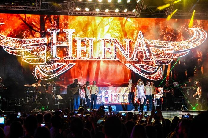 Η Έλενα Παπαρίζου, on stage, σε ένα εντυπωσιακό performance για την Ημέρα Θετικής Ενέργειας