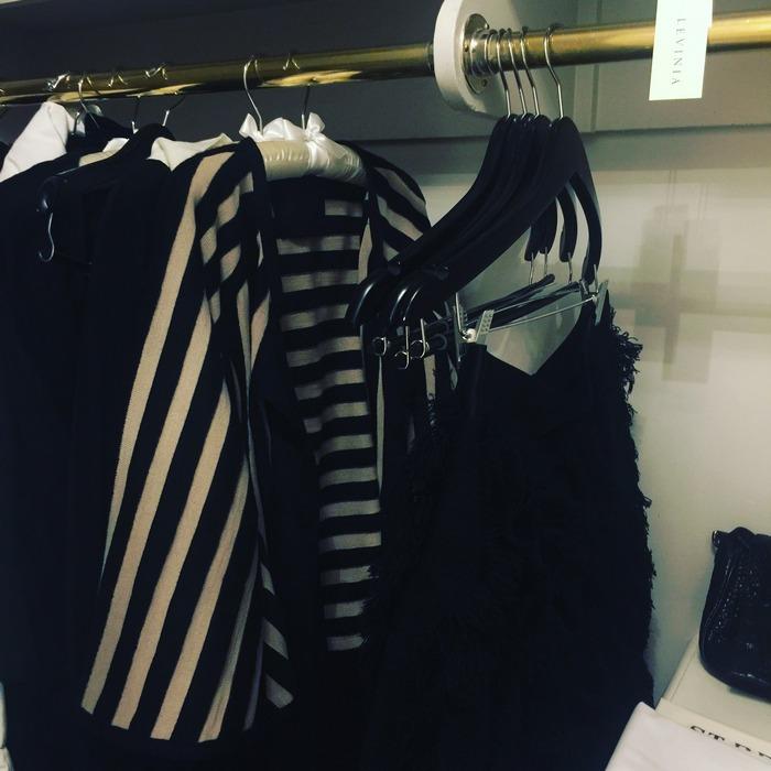 """Μία γκαρνταρόμπα γεμάτη από τις δημιουργίες της Levinia Konyalian, από την Συλλογή """"17"""", με περιμένει για να επιλέξω τι θα φορέσω απόψε, στην Neue Galerie..."""