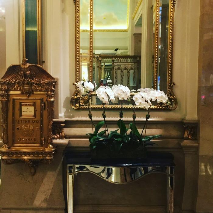 Στο lobby του St. Regis. Ναι, η Estée Lauder έχει φροντίσει να είνω στο πιο αγαπημένο μου ξενοδοχείο στν Νέα Υόρκη! Και αυτό, κάτι λέει...