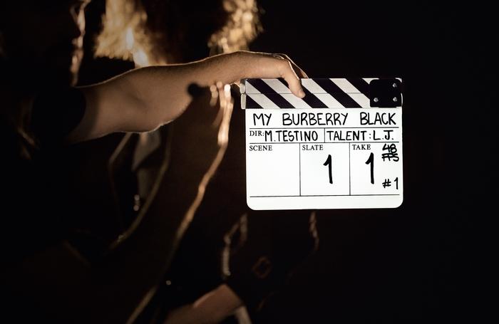 ok MY_BURBERRY_BLACK_BTS_GENERAL_01