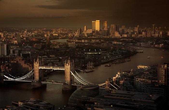 ok MY_BURBERRY_BLACK_LONDON_RGB_CROPPED_01