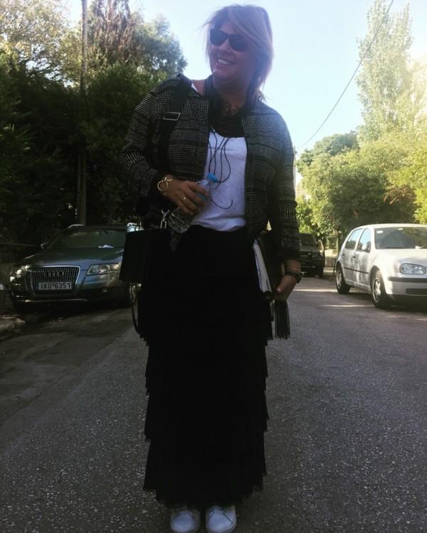 Φοράω το πιο πρόσφατο απόκτημα μου, την Atiiki Bag της Zeus+Δione. Large square leather bag with tassel... Love it!