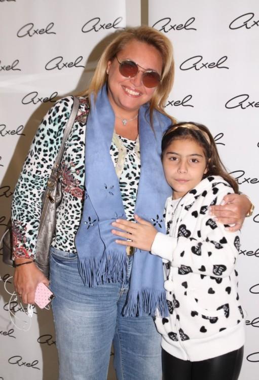 Η κ. Ναλίτα Καρρέρ με την κόρη της, Νταίζη