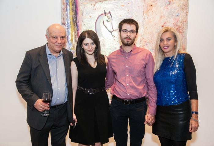 Ο Κώστας Ευριπίδης με την κόρη του Ειρήνη και η ζωγράφος Εριέττα Βορδώνη με τον γιο της Γιώργο Ποταμιάνο.