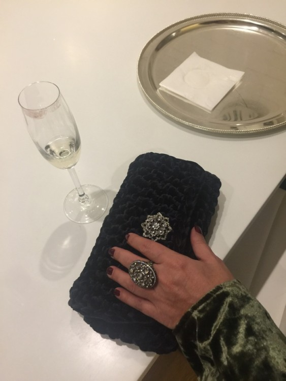 Ring: Anapnoe Clutch: One&Only