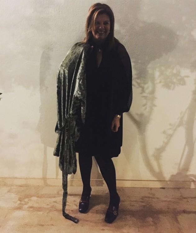 Και το συνδιάζω με το υπέροχο φόρεμα από μαύρο βελούδο από την φετινή Συλλογή της Levinia Konyalian, που από ότι έχετε καταλάβει, έχω πάθει εμμονή, μιας και έχω αποκτήσει σχεδόν όλα τα κομμάτια της...