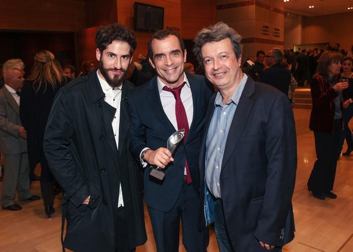 Ο σκηνοθέτης Νικόλας Ανδρουλάκης, ο Κωνσταντίνος Μαρκουλάκης με το πρώτο βραβείο Σκηνοθεσίας και ο Πέτρος Τατσόπουλος