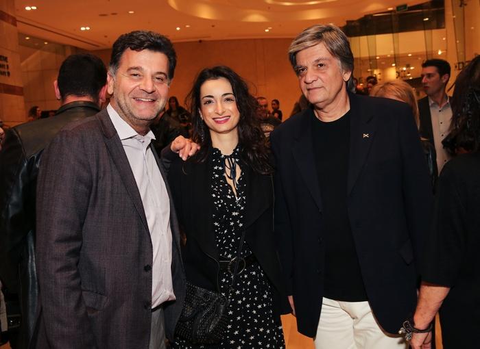Ο Διευθυντής Reserve Brands της Diageo Hellas Χάρης Ψαρούδας με τον PR Βασίλη Καραγιάννη και τη Σοφία Μπελούκα.
