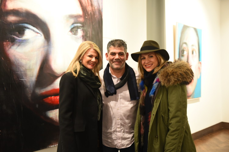 Ο ζωγράφος Σάββας Γεωργιάδης με την Ινώ και την Έλσα Αναστασιάδη.