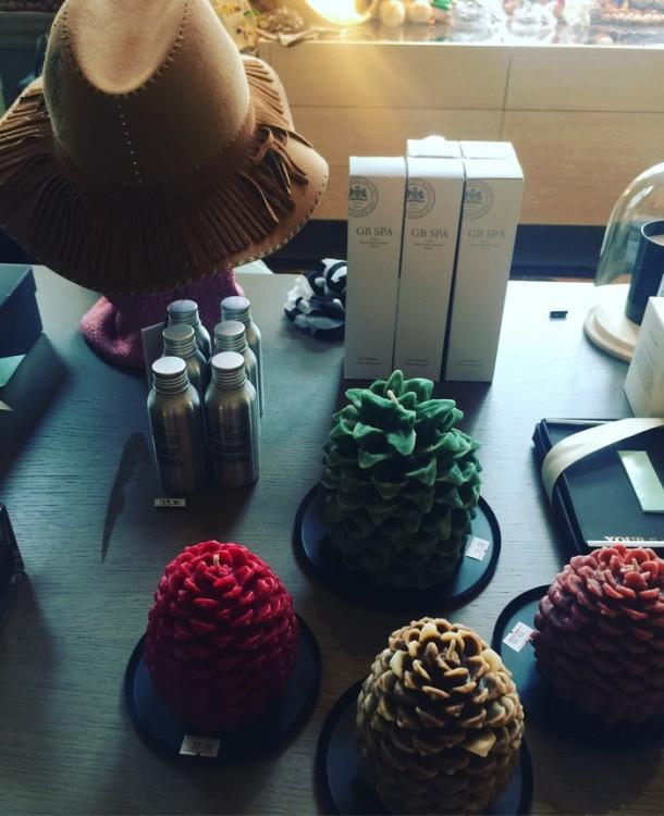 """Μία Συλλογή από τις πιο κομψές επιλογές για τα δώρα των ημερών, βρίσκεται όλη εδώ, σε αυτά τα μαγικά τετραγωνικά του """"GB Corner Gifts & Flavors"""""""