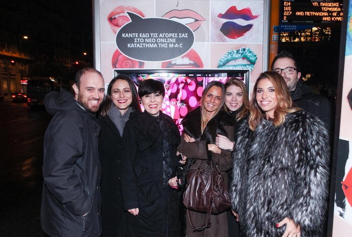 Οι Αλεξάνδρα Σπυριδοπούλου, Κατερίνα Κιάσσου, Έλια Κεντρωτά με την ομάδα της MAC