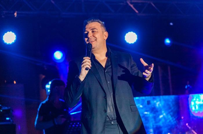 Αντώνης Ρέμος on stage