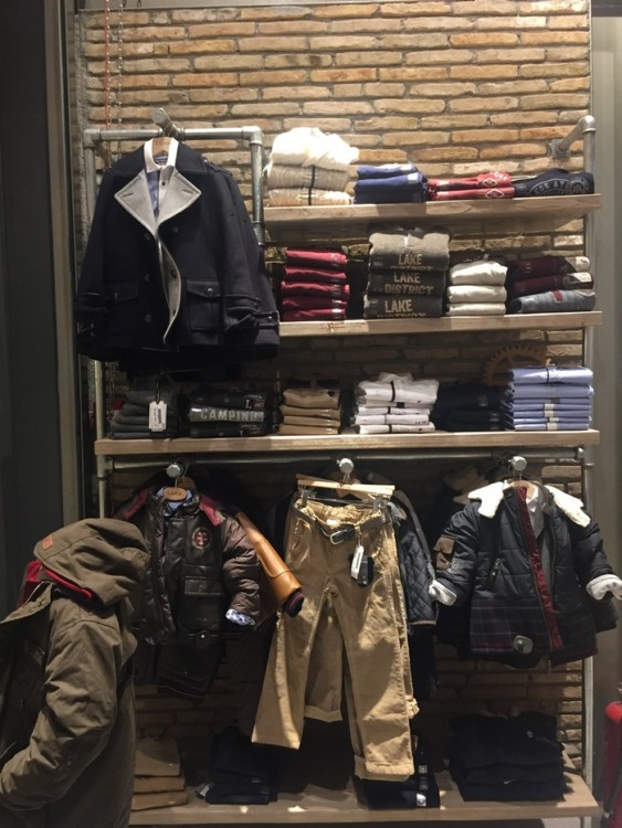 Polo Ralph Laurent, Diesel, Dsquared2, Gucci, Burberry, Scotch&Soda, Timberland, Lapin, Chloe, Colmar, Herno, Woolrich είναι μερικά μόνο brands για τα προεφηβικά γούστα της κόρης μου...