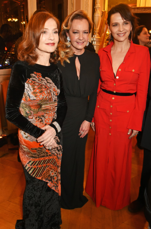 PARIS, FRANCE - JANUARY 21: (L to R) Isabelle Huppert, Caroline Scheufele, Artistic Director and Co-President of Chopard, and Juliette Binoche attend as Chopard presents The Garden Of Kalahari collection at Theatre du Chatalet on January 21, 2017 in Paris, France. (Photo by David M. Benett/Dave Benett/Getty Images for Chopard ) *** Local Caption *** Isabelle Huppert;Caroline Scheufele;Juliette Binoche