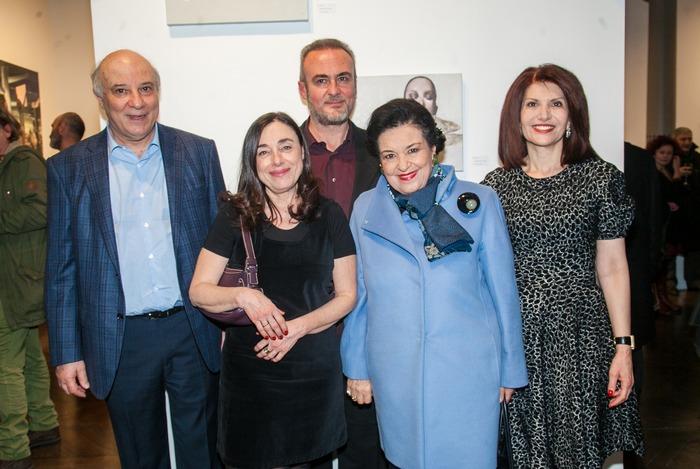 Ο Κώστας Ευριπίδης, η Ειρήνη Ματσούκη-Μισούρα, ο Τάσος Μισούρας, η Διευθύντρια της Εθνικής Πινακοθήκης Μαρίνα Λαμπράκη Πλάκα και η Νάσια Ευριπίδου.