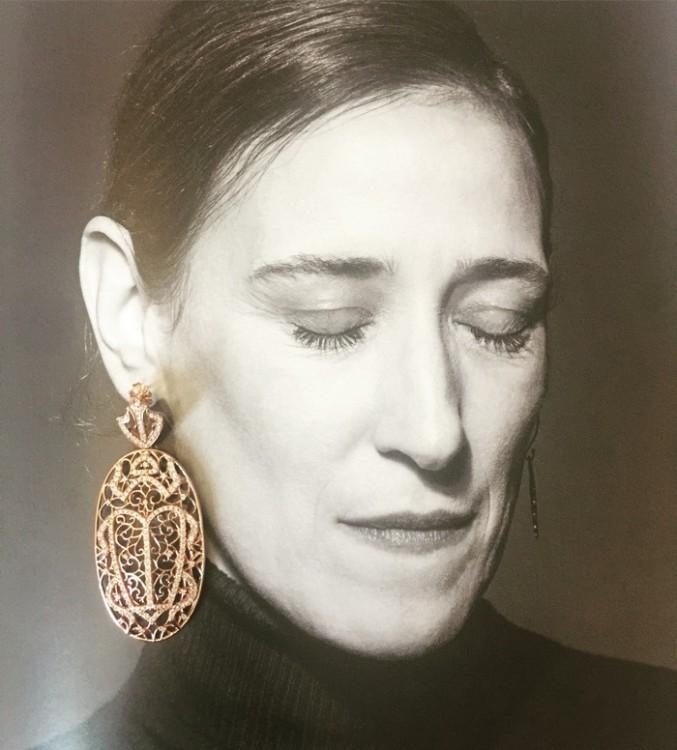 Τα σκουλαρίκια της Anapnoe! Τα φορούσα χθες βράδυ, και τα ακούμπησα απαλά στην υπέροχη φωτογραφία της Θεοδώρας Χριστοπούλου, στην 86η σελίδα του Influencers...