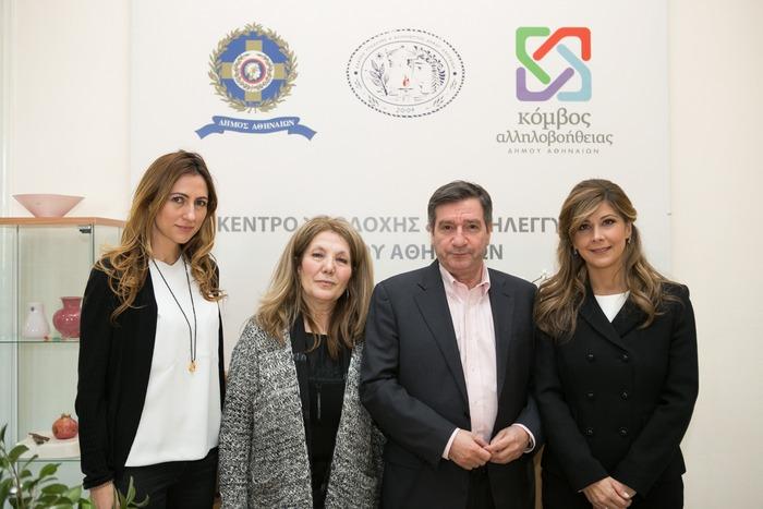 παρουσία του Δημάρχου Αθηναίων κου Γιώργου Καμίνη και της κας Μαρίζας Κουτσολιούτσου, του Ομίλου FF Group, έγινε η παράδοση των προϊόντων στην Πρόεδρο του Κέντρου Υποδοχής και Αλληλεγγύης του Δήμου Αθηναίων κα Ελένη Κατσούλη.