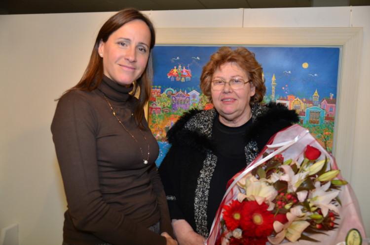 Η δημοσιογράφος κα Κατερίνα Λυμπεροπούλου μαζί με την κριτικό και ιστορικό τέχνης κα Αθηνά Σχινά