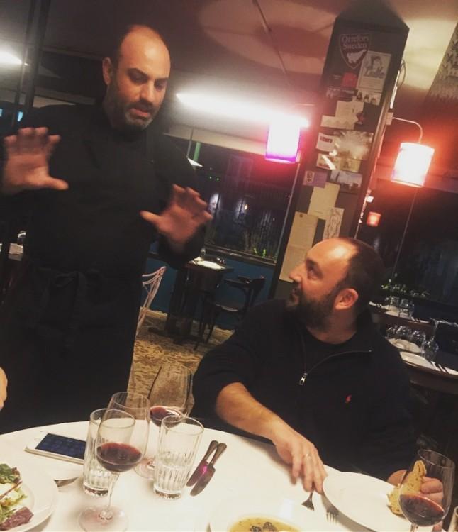 Ο chef-patron Γιώργος Ηλιού μας αφήνει να επιλέξουμε τα πιάτα μας αλλά θα μας σερβίρει και κάποια πιάτα του που θεωρεί must!